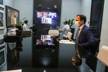 O governador João Doria conversa com as jornalista do EL PAÍS.