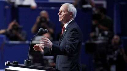 O governador de Arkansas, Asa Hutchinson, em uma imagem de 2016, durante sua participação na Convenção Republicana de Cleveland (Ohio).