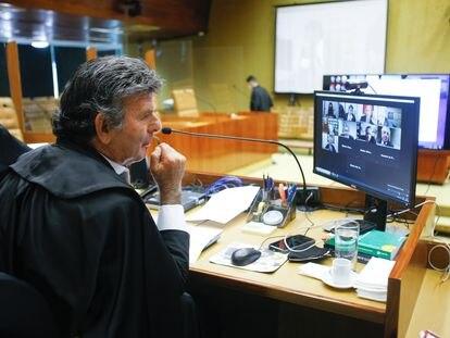 Luiz Fux preside sessão do STF por videoconferência.