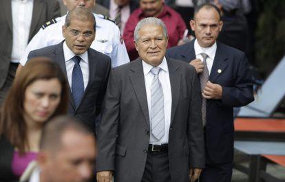 Salvador Sánchez Cerén, no centro