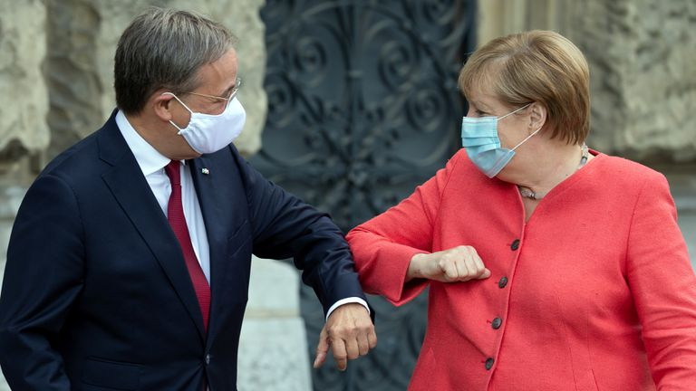 Armin Laschet e Angela Merkel em agosto passado, em Düsseldorf.