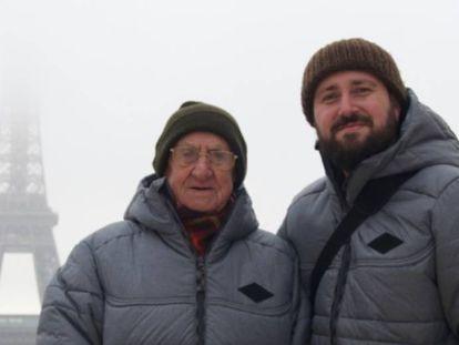 Mochileiro aos 97: este avô começou a conhecer o mundo com seu neto