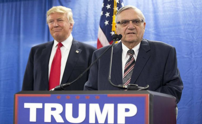 Arpaio faz campanha com Trump em Iowa em janeiro de 2016.