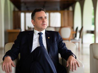 Presidente do Senado Rodrigo Pacheco durante entrevista na residência oficial em 26 de fevereiro, Brasília, Brasil.