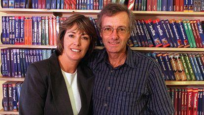 Os fundadores do 'Lonely Planet': Maureen e Tony Wheeler em seu escritório de Melbourne, em 1998.