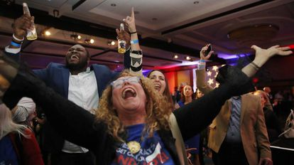 Democratas celebram a vitória de Maria Cantwell em Washington