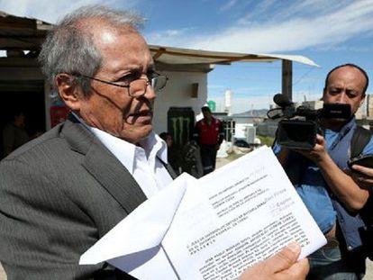 Juan Pablo Badillo, advogado de 'O Chapo', mostra um novo amparo.
