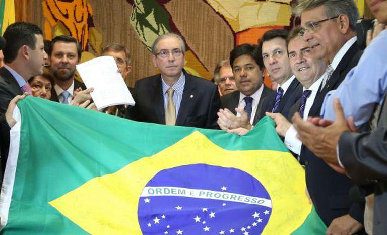 Oposição entrega ao presidente da Câmara, Eduardo Cunha, novo pedido de impeachment contra Dilma Rousseff, em 21 de outubro.