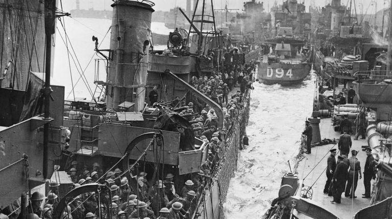 Soldados britânicos evacuados de Dunquerque chegam a Dover