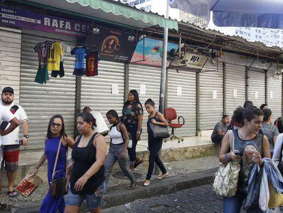 Boxes de camelódromo que seriam de milícia foram fechados por ação da Prefeitura do Rio em abril de 2018.