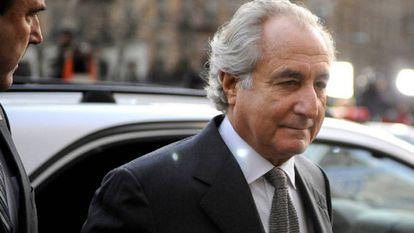 Bernard Madoff chegando a um tribunal de Nova York em 2009.