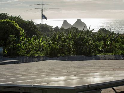 Placas de energia solar da central fotovoltaica de Fernando de Noronha.