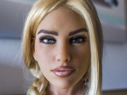 Entramos na oficina da empresa norte-americana que se propõe a revolucionar as bonecas sexuais dotando-as de inteligência artificial