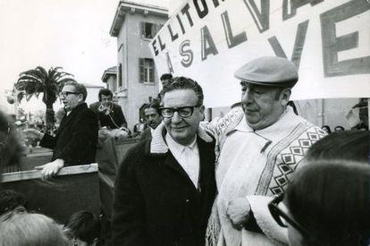 O ex-presidente chileno Salvador Allende com o poeta Pablo Neruda, Prêmio Nobel de Literatura, em uma imagem sem data