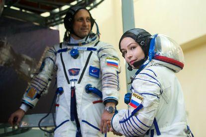 A atriz Yulia Peresild e o astronauta Anton Shkaplerov.