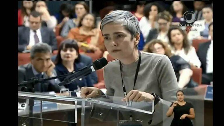 Debora Diniz em audiência pública sobre a descriminalização do aborto.