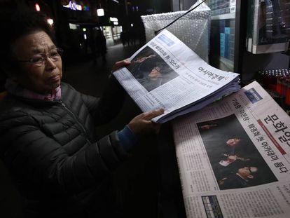 Imprensa coreana com a notícia do Oscar.