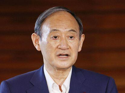 O primeiro-ministro japonês, Yoshihide Suga, anuncia à imprensa que não disputará as eleições para a liderança de seu partido.