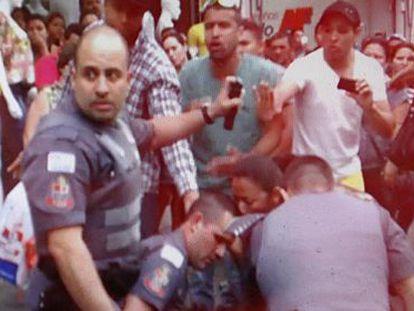 Captura de um dos vídeos do policial que matou o camelô em São Paulo.