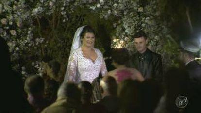 Os noivos que sofreram o acidente de helicóptero no Brasil, em uma imagem tirada de uma reportagem de televisão da EPTV.