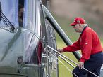 STERLING, VIRGINIA - NOVEMBER 27: US President Donald Trump walks to Marine One at Trump National Golf Club on November 27, 2020 in Sterling, Virginia. President Trump heads to Camp David for the weekend after playing golf.   Tasos Katopodis/Getty Images/AFP (Photo by Tasos Katopodis/Getty Images) == FOR NEWSPAPERS, INTERNET, TELCOS & TELEVISION USE ONLY ==