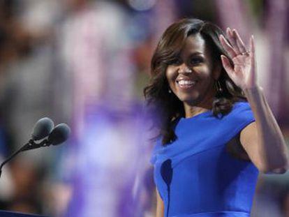"""""""Graças a Hillary minhas filhas acham natural uma mulher ser a próxima presidenta"""", diz a primeira-dama no discurso de apoio a sua ex-adversária"""