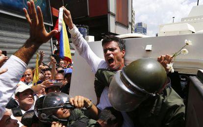 Leopoldo López é detido nesta terça-feira em Caracas.