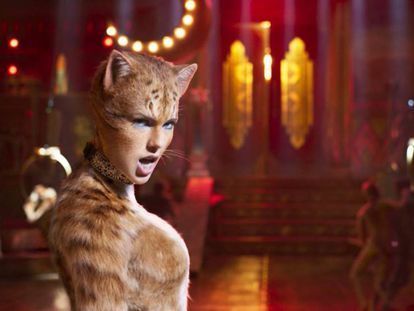 Taylor Swift, no papel da gata Bombalurina, da tribo Jellicles.
