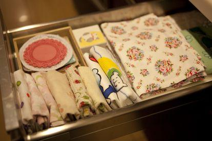 A gaveta de toalhinhas, organizada à maneira de Kondo. Foto: Natsuno Ichigo
