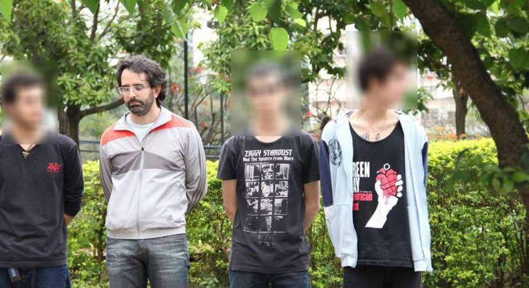 O militar infiltrado William Botelho, junto com os jovens detidos em 2016.
