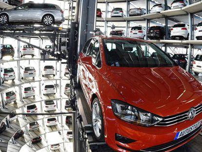 Volkswagen paralisa produção do Golf e do Passat em seis fábricas alemãs