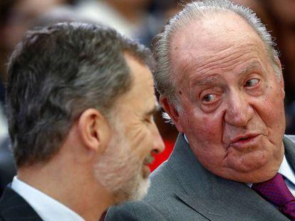 Juan Carlos, com seu filho, o Rei Felipe VI, durante a cerimônia de entrega dos Prêmios Nacionais do Esporte 2017.