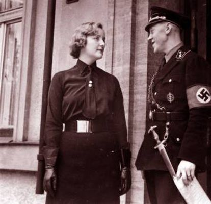 Unity Mitford com Fritz Stadelmann, auxiliar de Hitler, em Berlim, 1933.