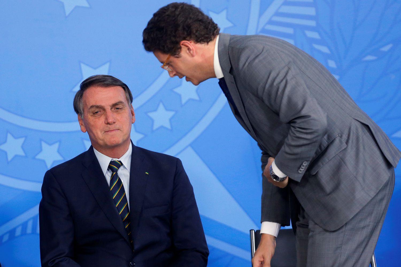 Ricardo Salles (dir.) e o presidente Jair Bolsonaro.
