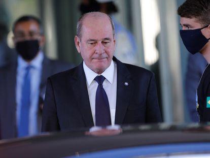 O então ministro da Defesa, Fernando Azevedo e Silva, e foto de maio de 2020.