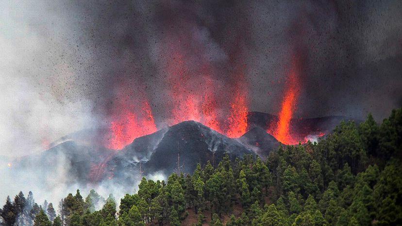 Cumbre Vieja: Erupção do vulcão em La Palma obriga a uma evacuação em massa   Ciência   EL PAÍS Brasil