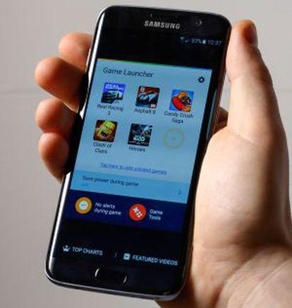 O Galaxy S7 Edge com seu novo software de jogos.