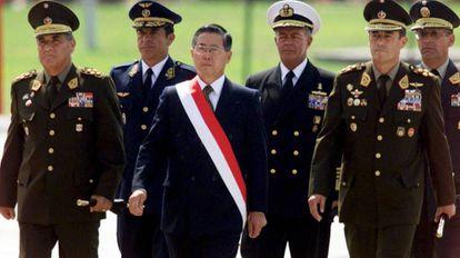 O ex-presidente do Peru Alberto Fujimori durante uma cerimônia militar em Lima