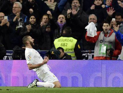 Benzema comemora gol do Real.