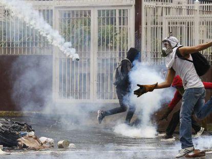 Distúrbios nas ruas de Caracas.
