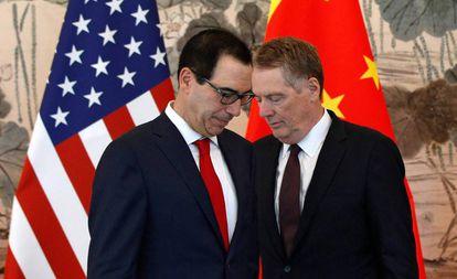 O secretário do Tesouro dos EUA, Steve Mnuchin (à esquerda), e o representante de Comércio, Robert Lighthizer, durante uma visita à China em 1º de maio