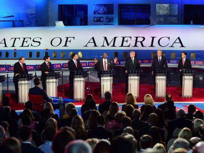 Pré-candidatos republicanos no debate do dia 16.