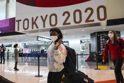Biles chega ao aeroporto de Narita, em Tóquio, em 15 de julho.