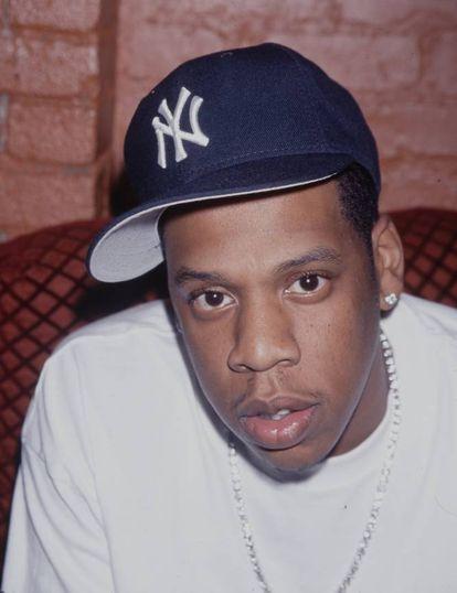 """""""Sei muito sobre orçamentos. Fui vendedor de drogas e, para estar nesse negócio, você deve saber quanto gastar e quanto repor."""" O rapper Jay Z (1969, EUA) confessou à 'Vanity Fair' que sua adolescência foi marcada pelas drogas. """"O crack estava em todos os lugares"""", disse o músico, que logo começou a vender a droga para sobreviver. """"No começo, não me sentia culpado. Mas é algo do qual é preciso sair. Ou te prendem ou te matam."""" No início dos anos noventa, Jay Z concentrou suas energias na construção de um futuro na música e começou a fazer colaborações musicais. Em 1995, com 26 anos, criou seu próprio selo: Roc-A-Fella Records. Hoje, forma com sua esposa Beyoncé o casal mais poderoso da música."""