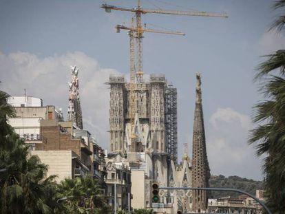 A Sagrada Família, nesta quinta-feira, vista desde a rua Marinha. Em vídeo, recriação de como ficará a Torre de Jesucristo.