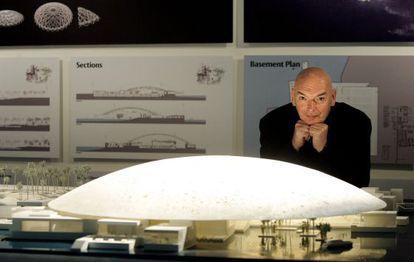 Jean Nouvel, ante o projeto do Louvre Abu Dhabi.