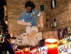 Algunos seguidores de Maradona, en la ciudad italiana de Nápoles.