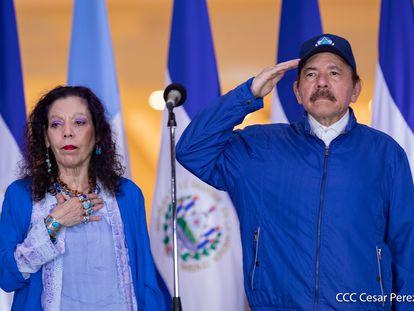 O presidente da Nicarágua, Daniel Ortega, e a vice-presidenta, Rosario Murillo, participam das comemorações do 199º aniversário da independência da Nicarágua, em 15 de setembro, em Manágua.