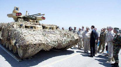 Assad visita uma base russa no oeste da Síria