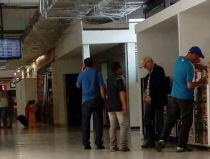 A primeira imagem de Antonio Ledezma na Colômbia foi divulgada pelo site lapatilla.com. O ex-prefeito de Caracas foi visto no aeroporto de Cúcuta, antes de pegar um voo privado.